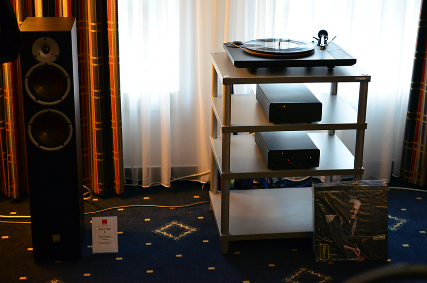 This system consisting of Dali Spector 6 loudspeakers (600 euro pair) driven by Exposure XM5 integrated amplifier and MoFi (Mobile Fidelity) turntable made me quite an impression.