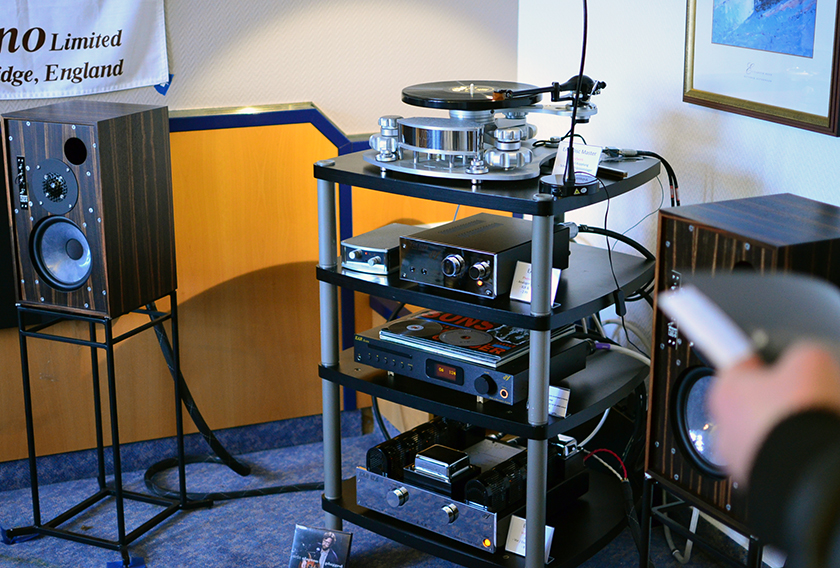 Graham Audio LS5/9 loudspeakers paired with EAR 834 push-pull stereo integrated amplifier, EAR 88PB phono stage and EAR Disc Master Turntable.