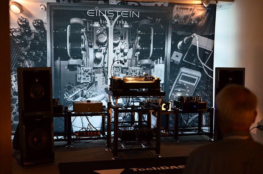 The Pure - 3-way sealed-box loudspeakers with active woofer from Einstein