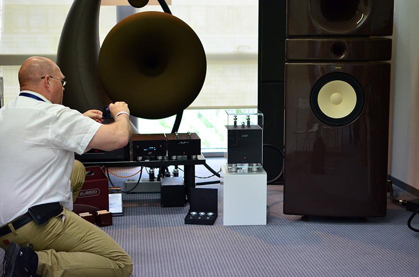 hORNS new 3-way loudspeakers with the big Universum behind