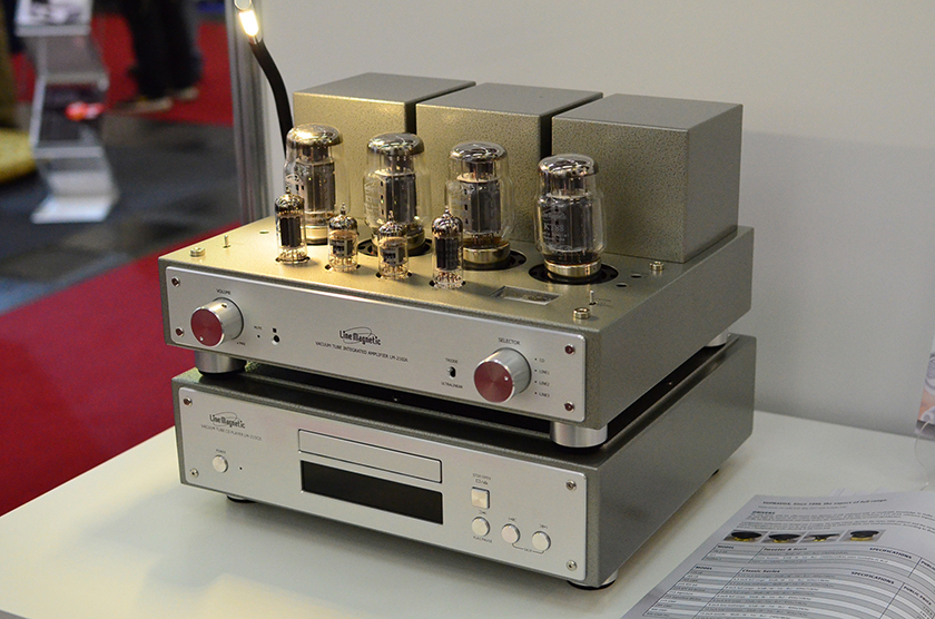 Line Magnetic LM-216IA KT88-tube integrated amplifier on top of LM-215CD