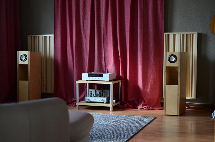 Listening room with fostex bk108 back-loaded horn speakers