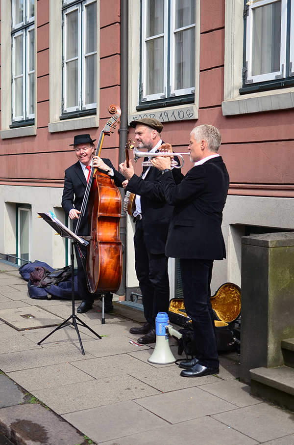 Acoustic trio consisting of double bass, banjo and trumpet seen in Hamburg, Germany