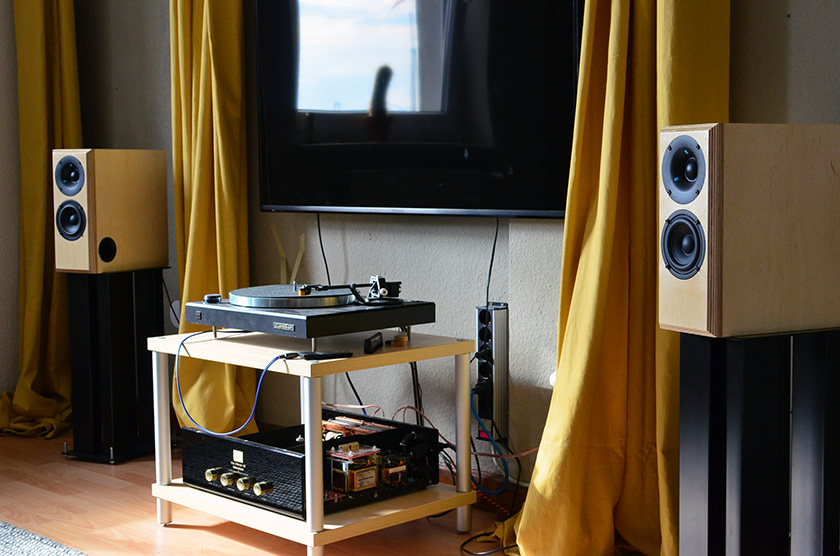 Micro Block MK2 speakers on proper steel stands - Audio Note K